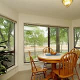 Condo, 2 Bedrooms, Kitchen, River View - In-Room Dining