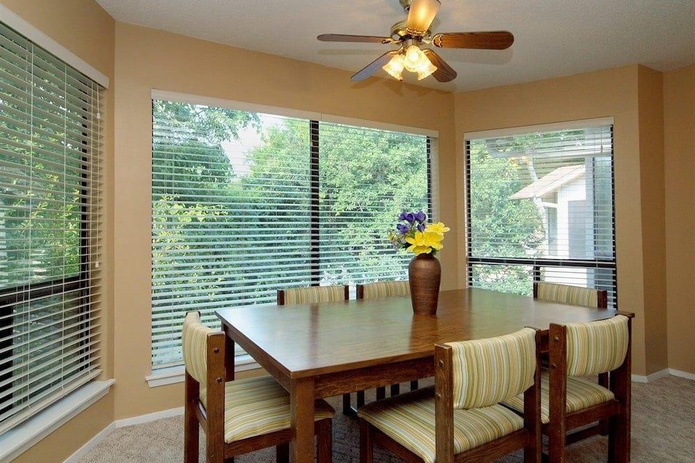 Appartement, 2 slaapkamers, keuken, Uitzicht op rivier - Eetruimte in kamer