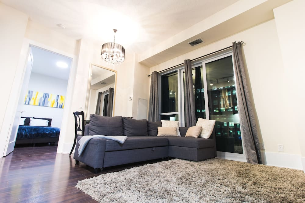 Luxury One Bedroom by Rogers Centre