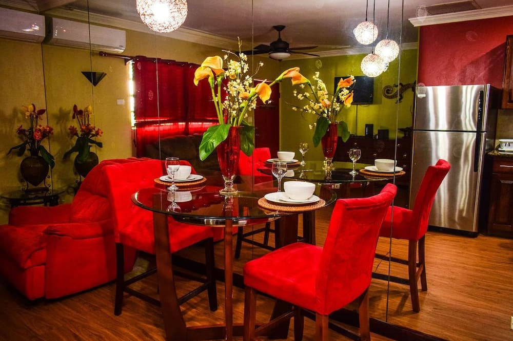 Deluxe Apartment, 1 Queen Bed, Kitchen - Living Area