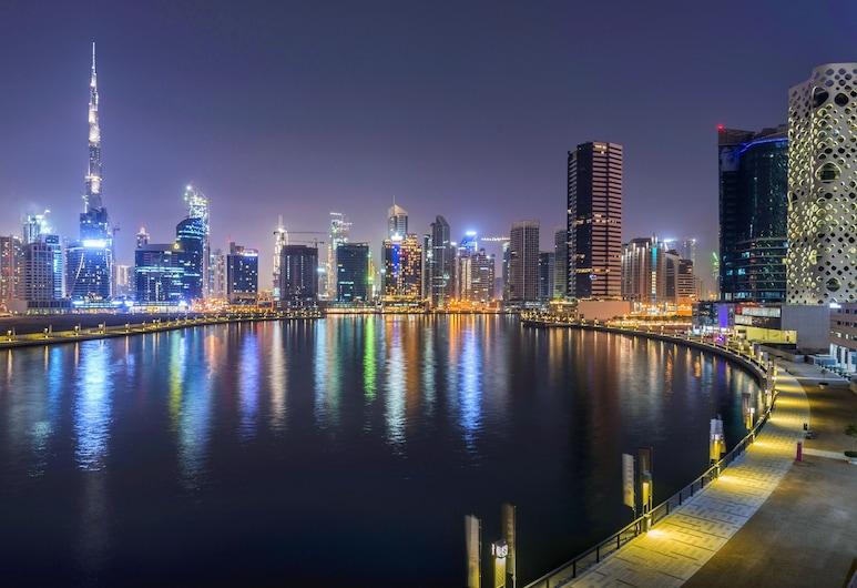 運河中央飯店, 杜拜, 飯店入口 - 夜景