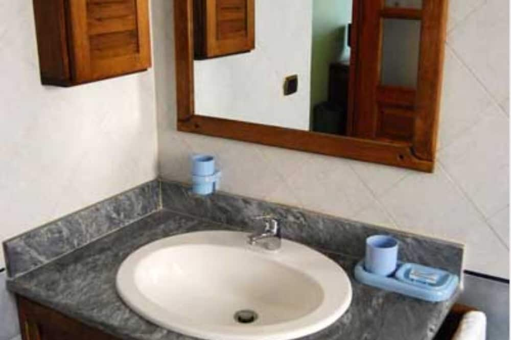 Double Room, 1 Double Bed - Bathroom Sink
