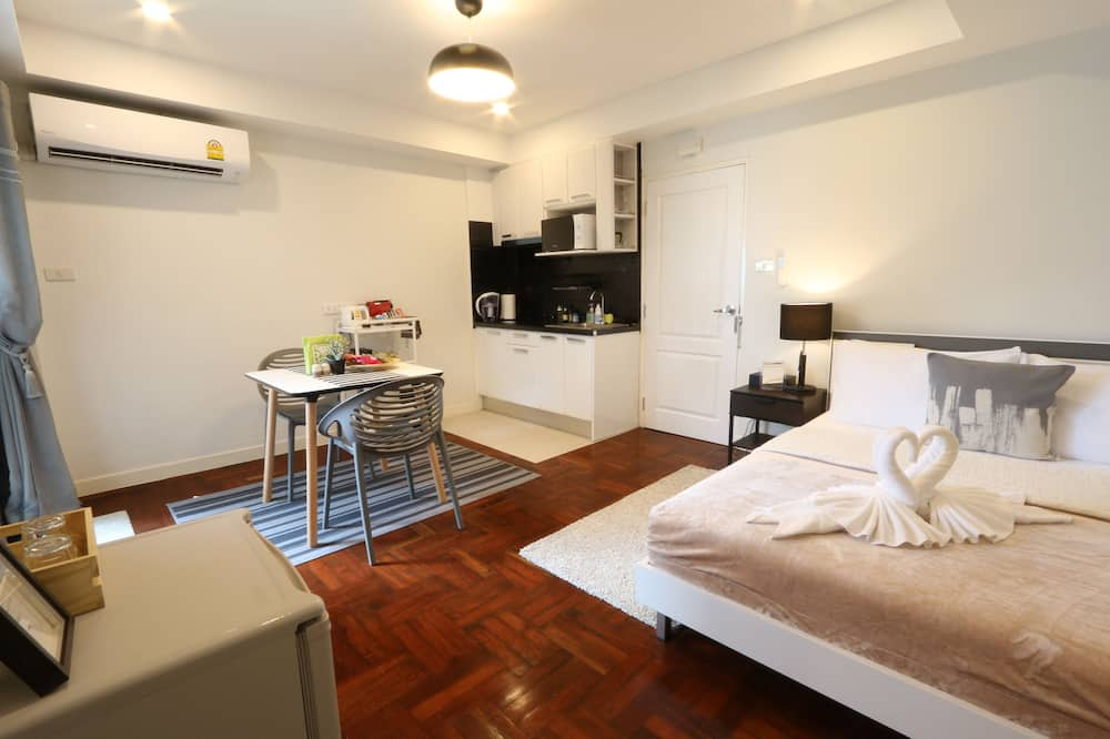3-Bedroom Suite - Tempat Makan dalam Bilik