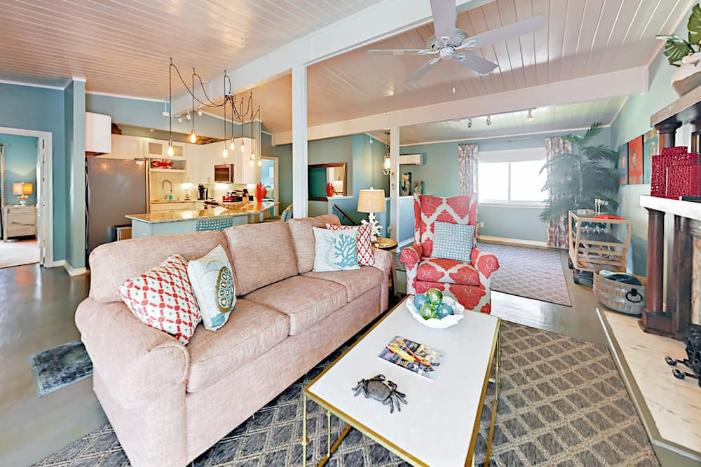 Charming Beach-chic 2br By Seawall 2 Bedroom Home