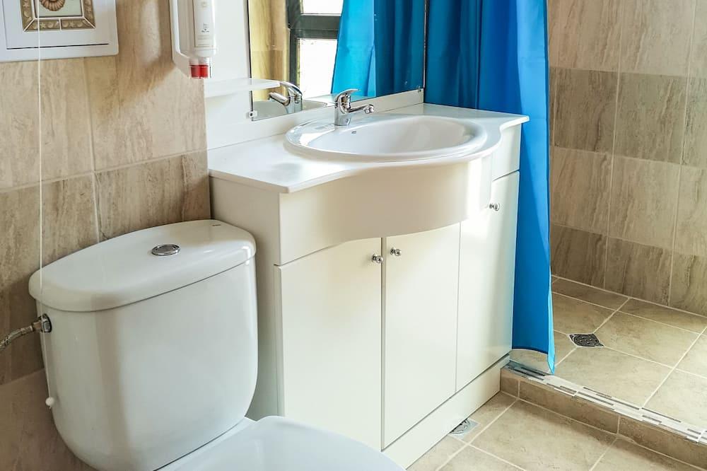 Standard Double or Twin Room, Non Smoking - Bathroom