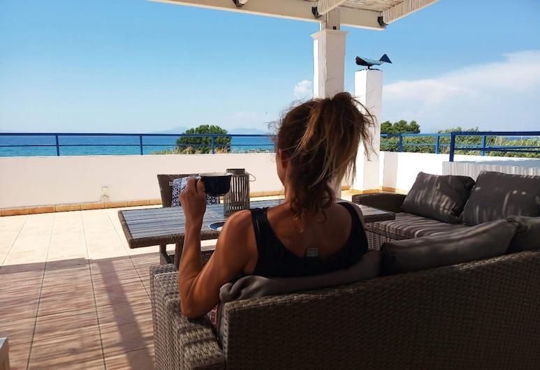 Nautilus Beach House, Rodas, Terraza o patio