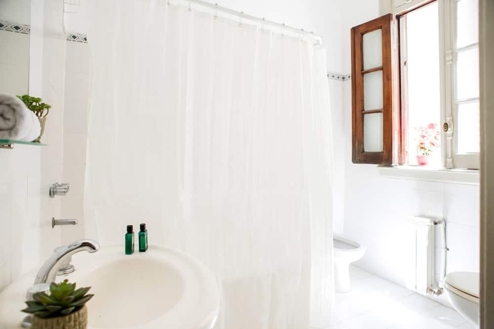 Superior-Einzelzimmer, eigenes Bad - Badezimmer