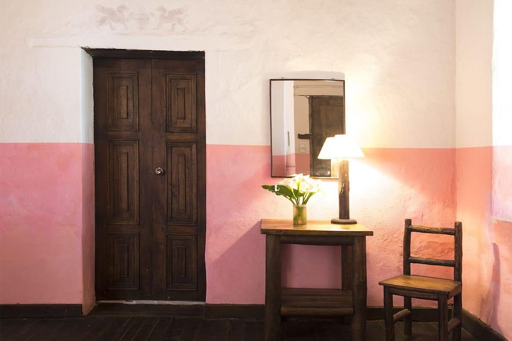 Pokoj Comfort s dvojlůžkem, dvojlůžko, výhled do dvora - Obývací prostor
