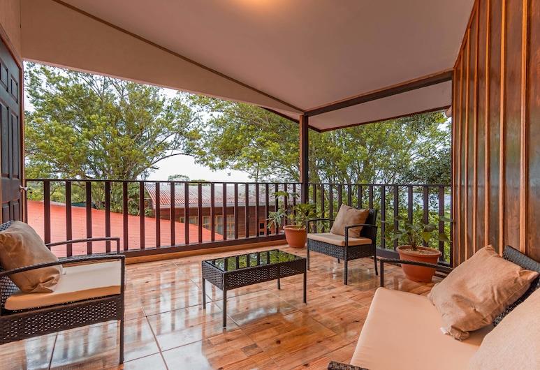 Monte Fresco Hostel Boutique, Monteverde, Habitación Deluxe, baño privado, con vista al jardín, Terraza o patio