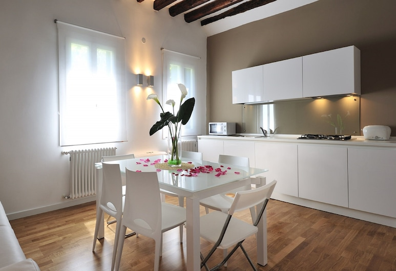 Colleoni Holidays, Venice, Apartment, 2 Bedrooms, Living Area