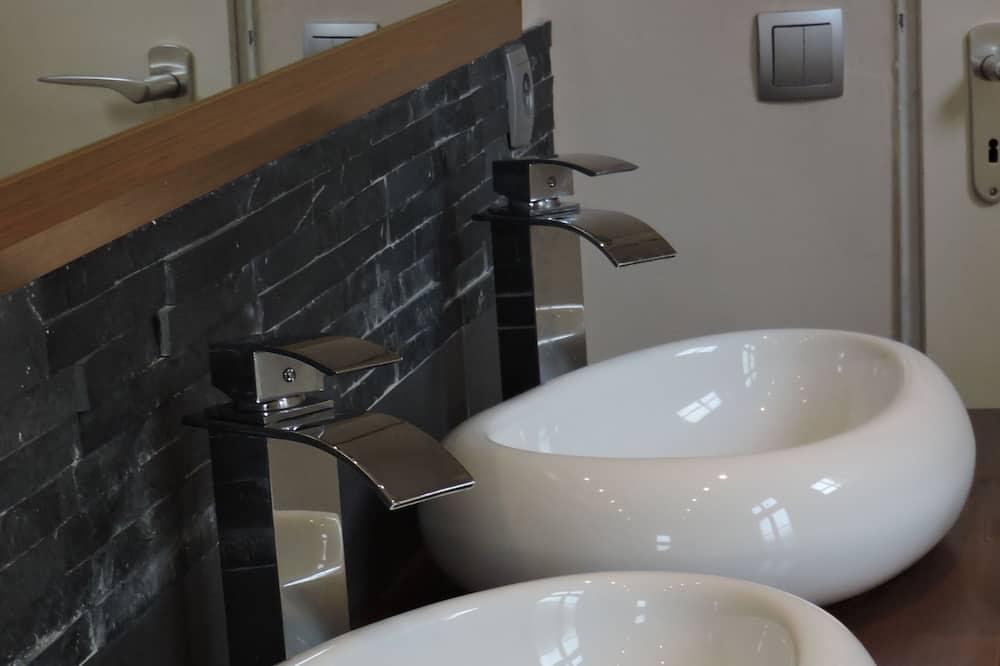 Classic-Doppelzimmer, Gemeinschaftsbad - Badezimmer