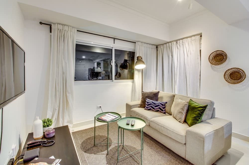 Luxury Apartment, 1 Queen Bed - Living Area