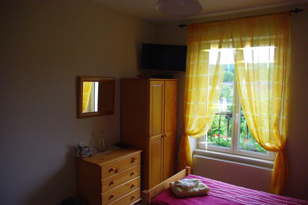 Twin Room, Shared Bathroom (Olwyn) - Guest Room