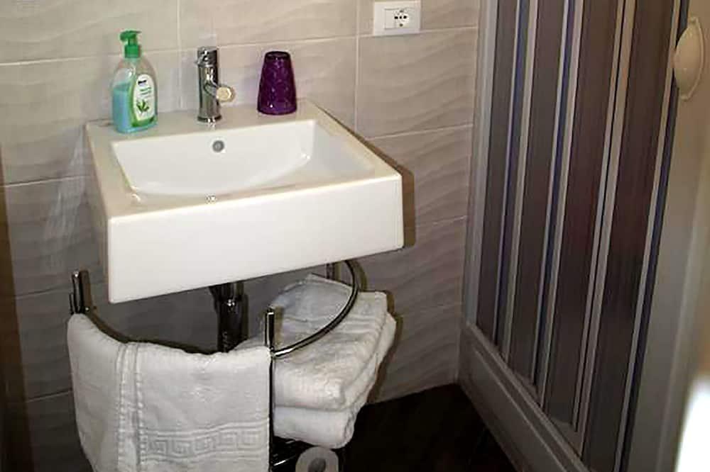 Chambre Triple, salle de bains attenante - Salle de bain