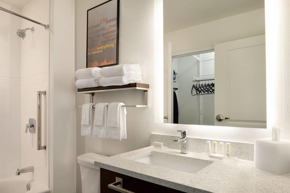 Студия, 2 двуспальные кровати «Квин-сайз» - Ванная комната
