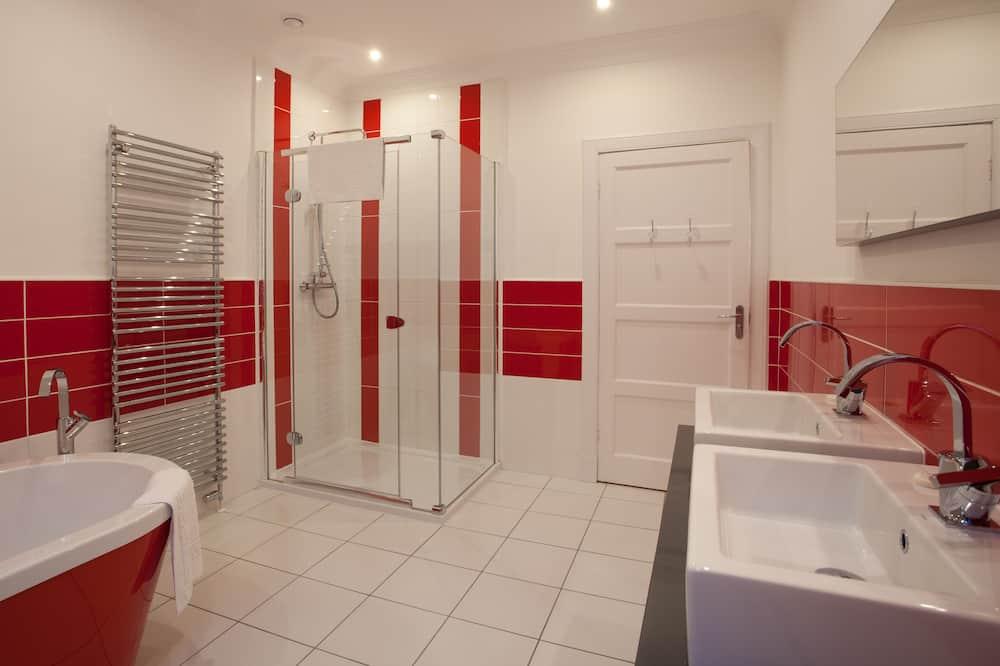 Cottage, 1 King Bed - Bathroom