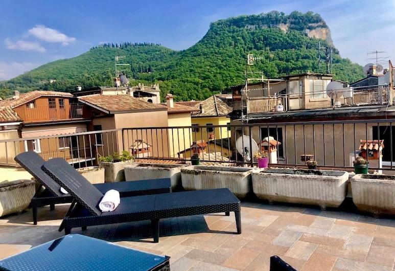Corte Realdi Boutique Rooms Garda, Garda, Firemannsrom – luxury, terrasse, utsikt mot byen, Terrasse/veranda