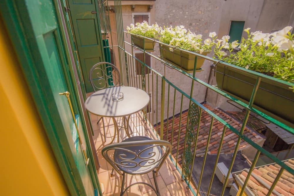 Deluxe Double Room, 1 King Bed, Balcony - Balcony