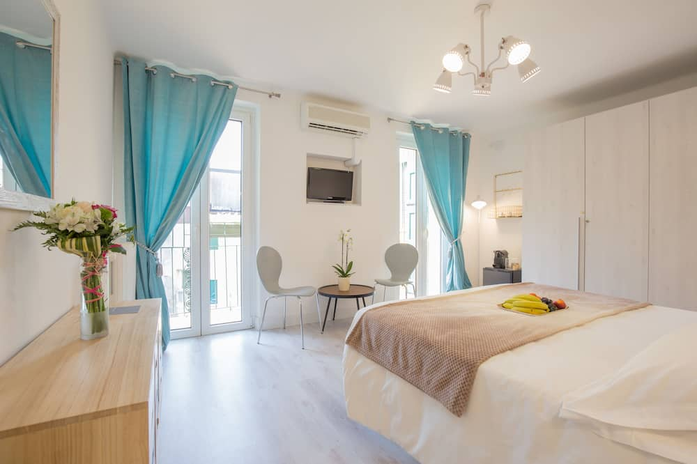 Deluxe Double Room, 1 King Bed, Balcony - Guest Room