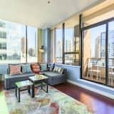 Apartmán typu Superior, 1 ložnice, balkon, výhled na město - Obývací prostor