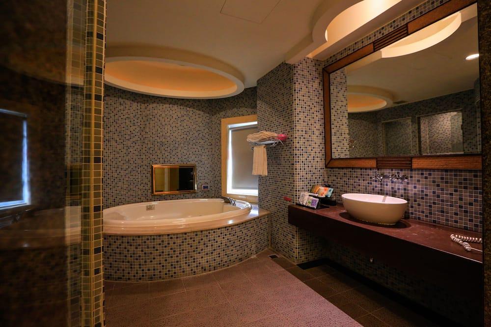 Habitación doble empresarial, bañera de hidromasaje - Baño