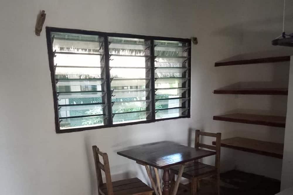 Dvojlôžková izba typu Deluxe, 1 spálňa, výhľad na bazén, na prízemí - Obývacie priestory