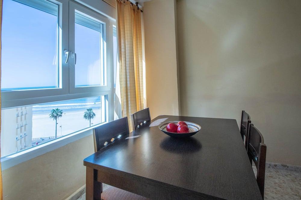 Apartment, 2 Bedrooms, Beachfront - Living Room