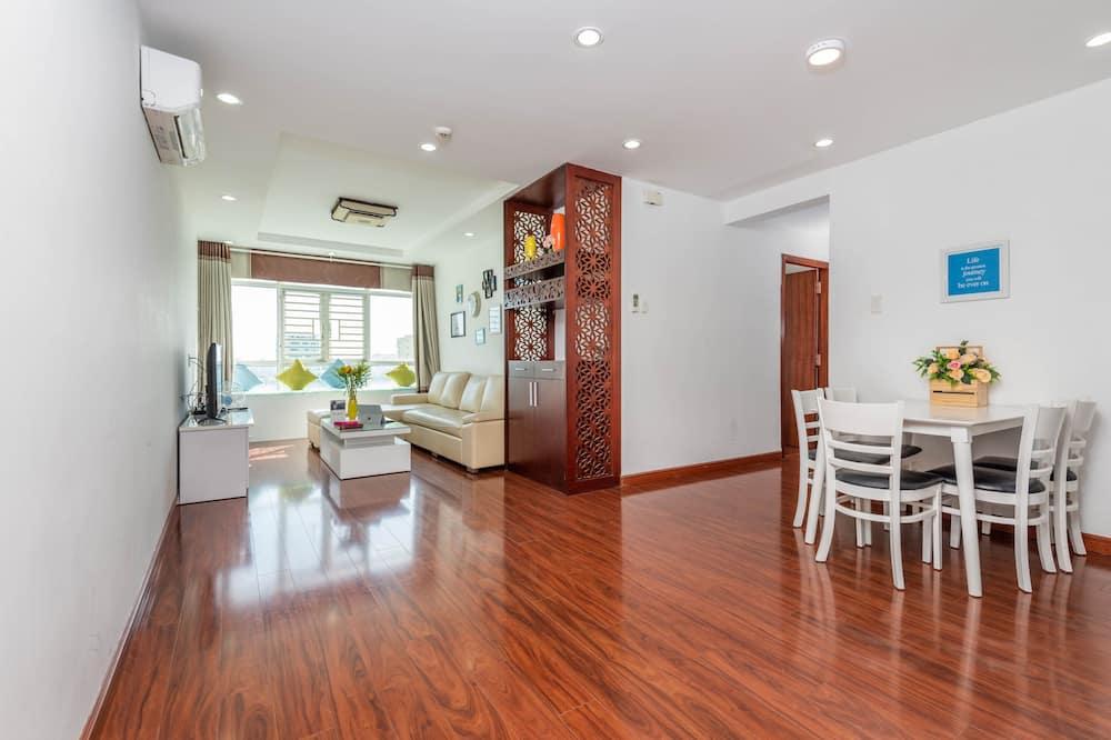 Deluxe appartement, 3 slaapkamers, keuken, Uitzicht op de stad - Woonkamer