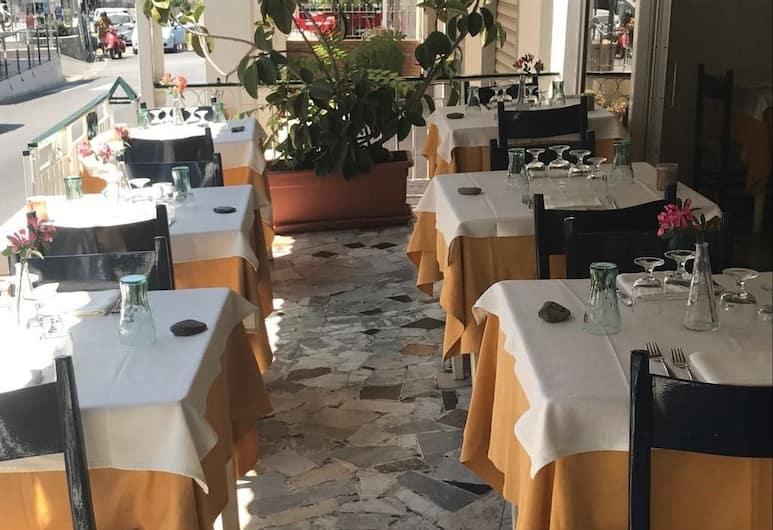 Albergo Pensione Cinquestelle, Centola, Restaurante al aire libre