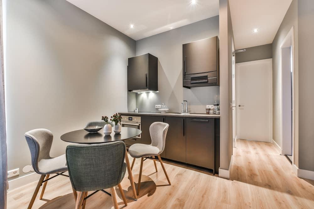 Deluxe Suite, 1 Bedroom - In-Room Dining