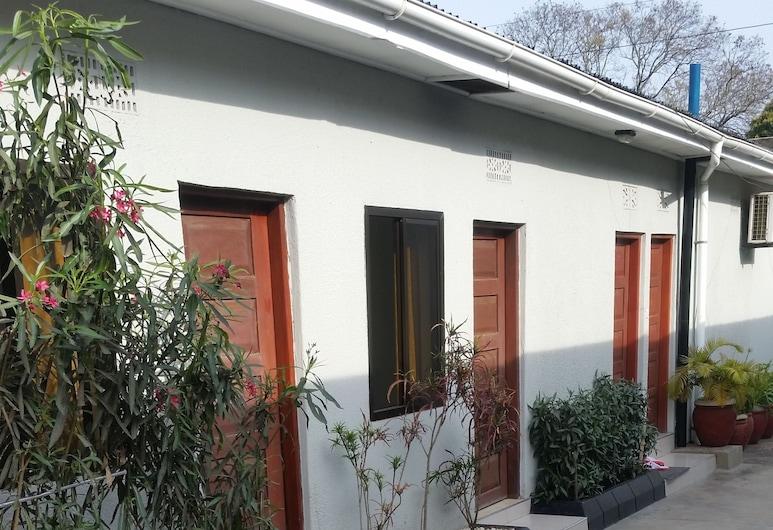 Raha Leo Inn, Arusha, Property Grounds