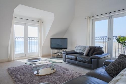 拉姆斯蓋特我的海邊豪華上層甲板公寓酒店/