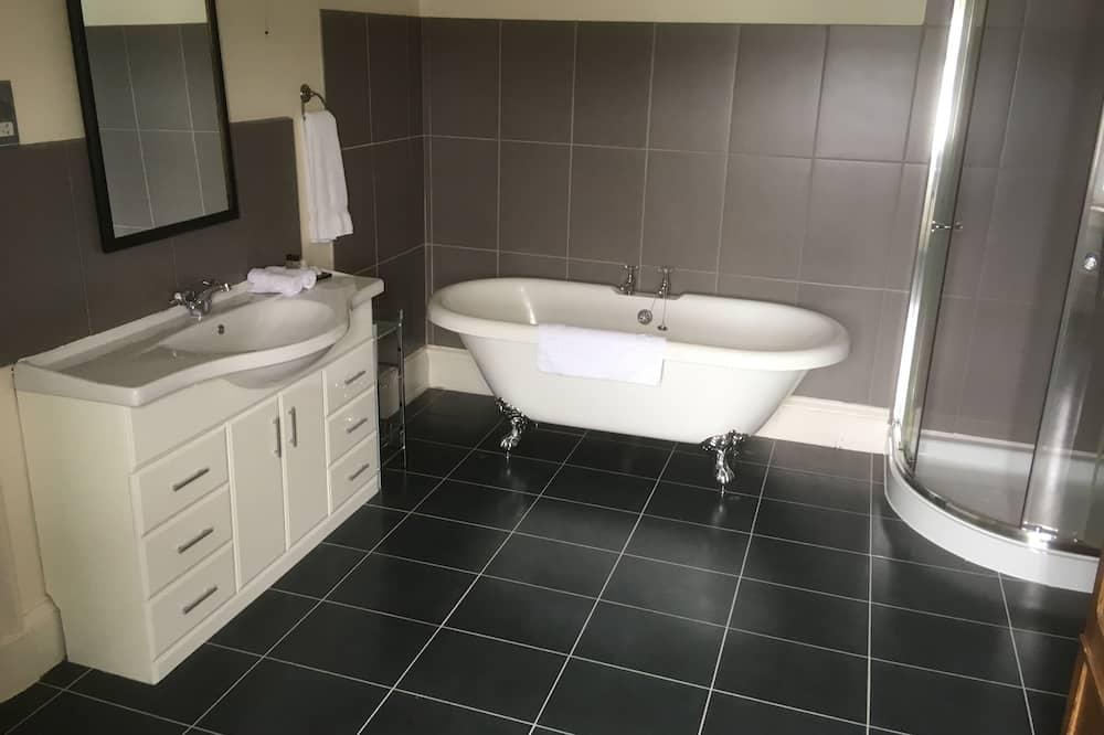 Twin Room, Sea View - Bathroom