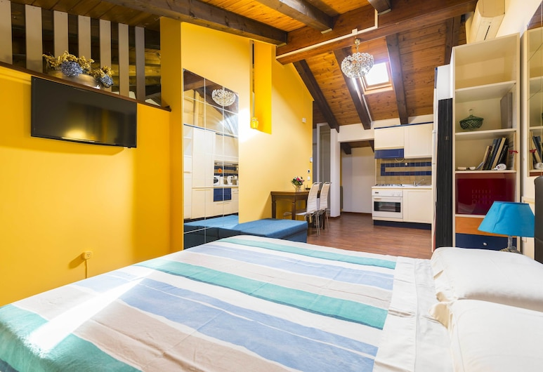 Wonderful, Quiet and Bright Apartment. In the Center Historian, Bologna, Appartement, 1 slaapkamer, Kamer
