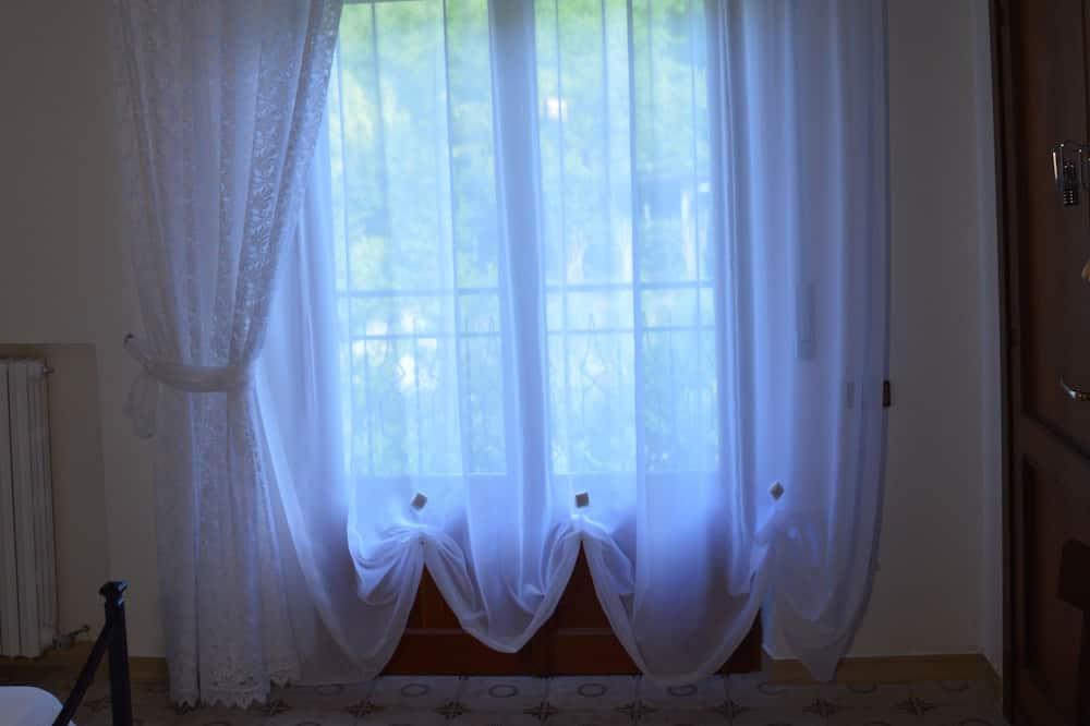 غرفة رباعية - بشرفة - منظر للحديقة - شُرفة