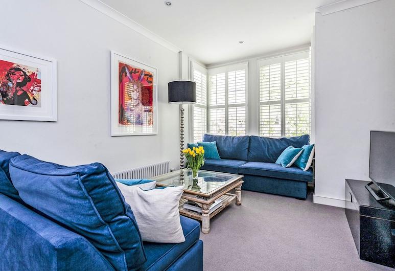 Elegant Shepherds Bush Home by Kensington Olympia, London