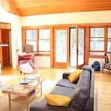 منزل - ٥ غرف نوم - بمدفأة - منطقة المعيشة