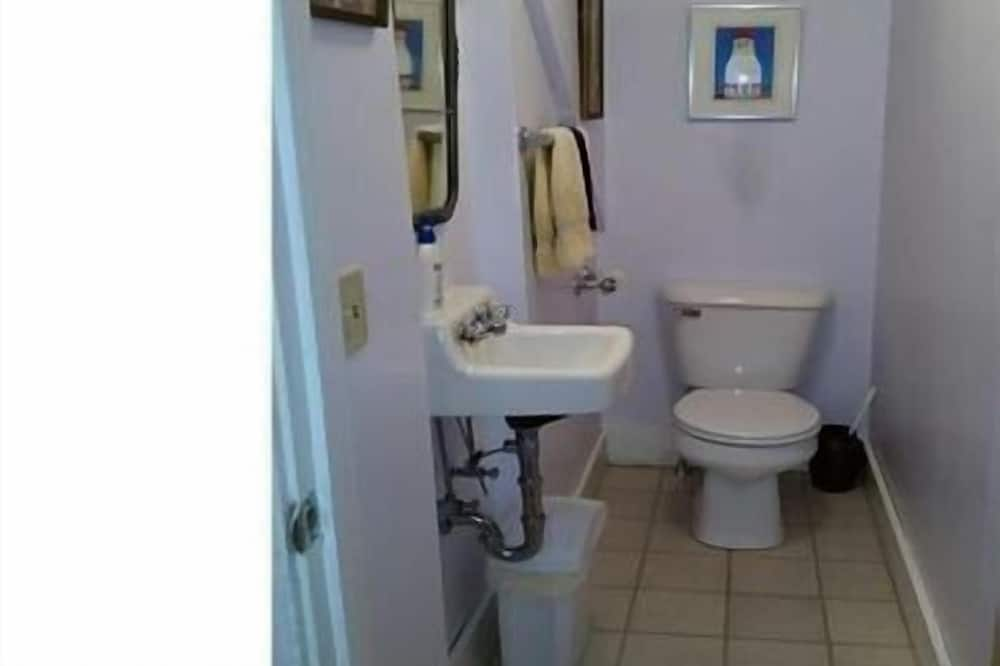 House, 3 Bedrooms, Kitchen - Bathroom