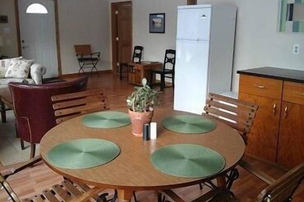 Casa, 2 Quartos, Cozinha - Refeições no Quarto