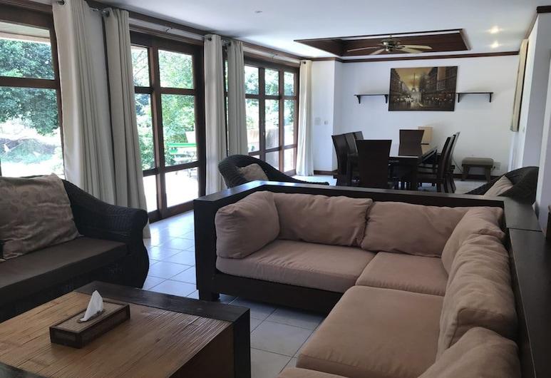 4 BR Villa on Beachfront Resort -TG33, קו סמוי, 4 Bedrooms Villa, סלון