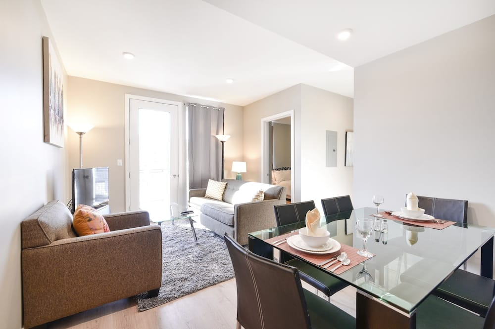 Luxury Apartment, 3 Bedrooms - In-Room Dining