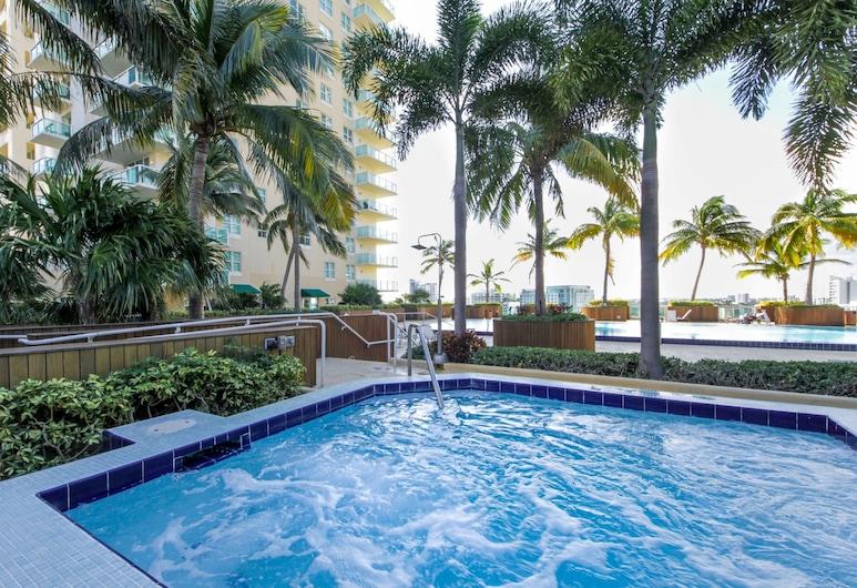 Bluebird Suites in Brickell, Miami, Kolam Renang Luar Ruangan