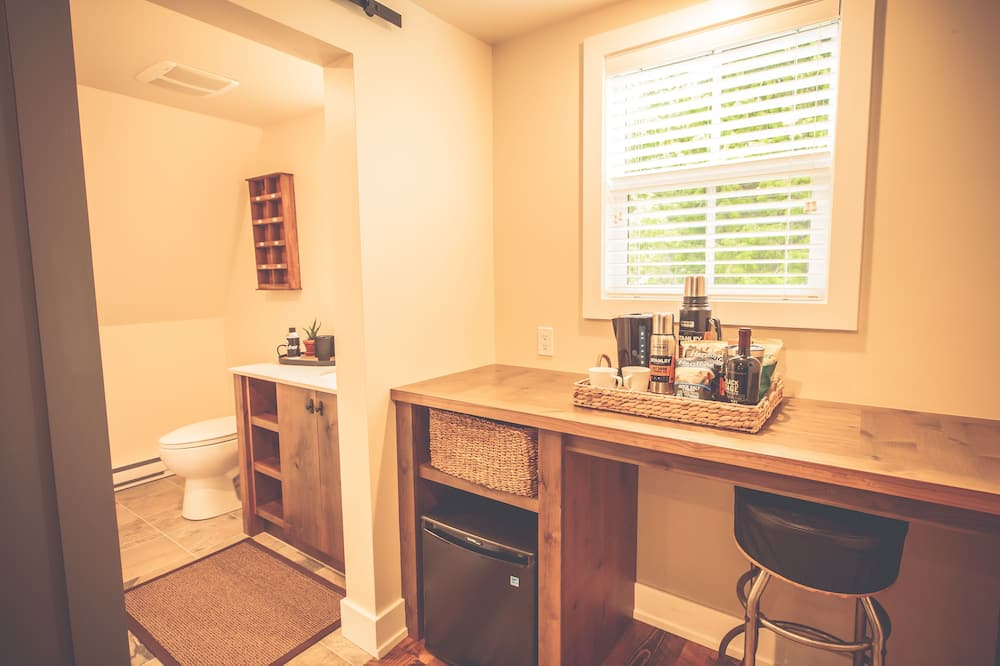 Deluxe Cabin, Multiple Beds, Shared Bathroom (15) - Bathroom