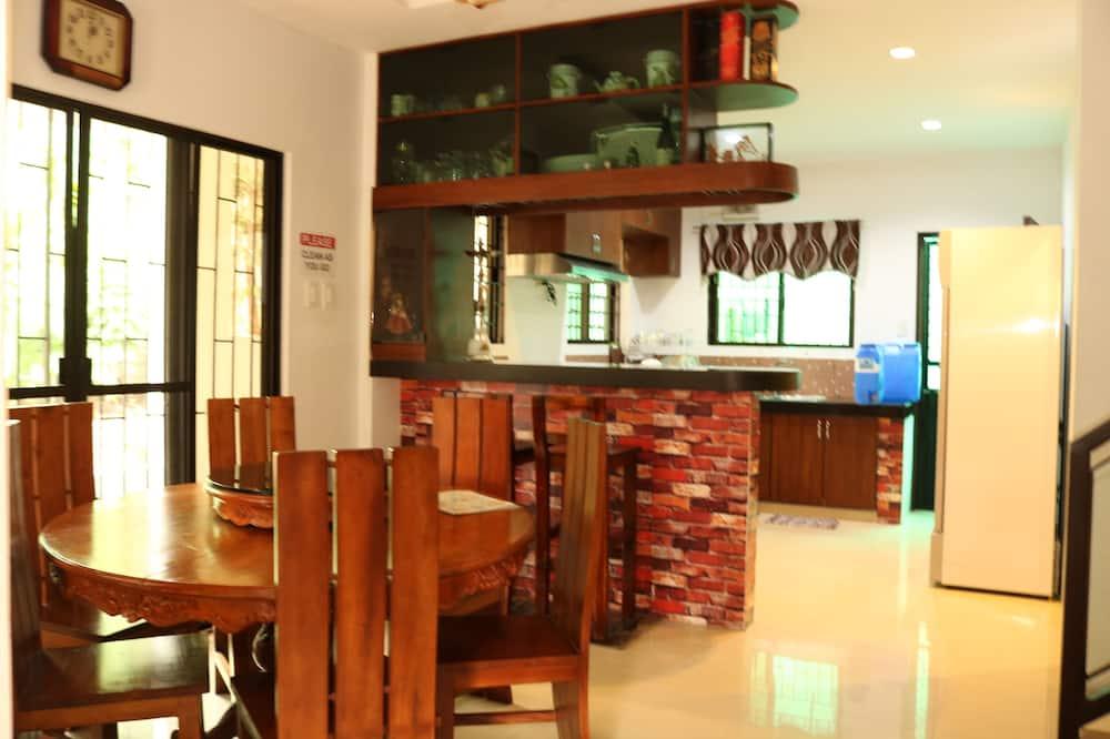 Basic-Haus, 4Schlafzimmer - Essbereich im Zimmer