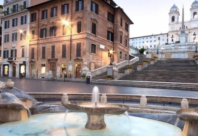 Luxury City Center Apartment, Rome, Fountain