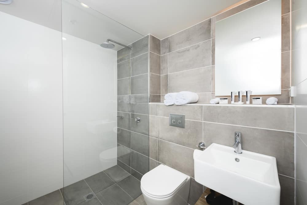 Executive Studio - Bathroom