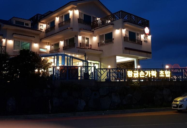 Jeju Tov Pension, Seogwipo, Hadapan Hotel - Petang/Malam