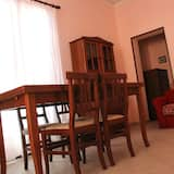 Basic Apartment, 2 Bedrooms (Tre) - Living Area