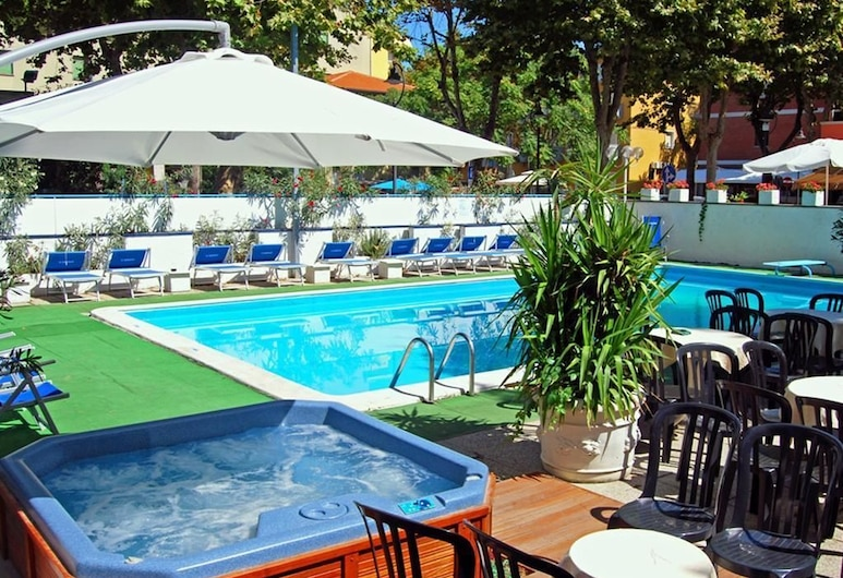 hotel carillon, Bellaria-Igea Marina, Vanjska masažna kada