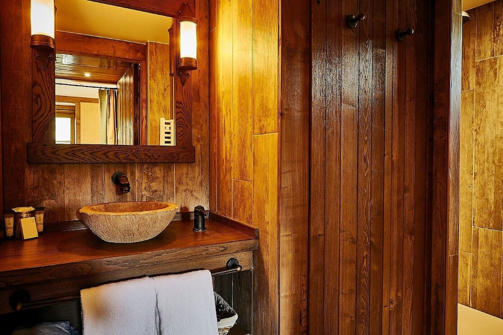Family Room (Parc Asterix closed) - Bathroom